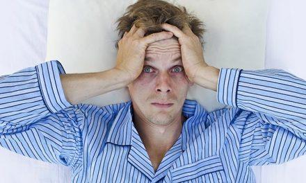 L'alterazione del ritmo sonno veglia può causare la caduta dei capelli?