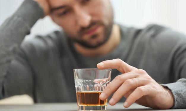 L'alcol è causa della caduta dei capelli?