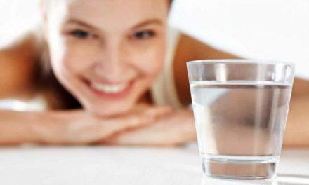 Salute dei capelli: l'importanza dell'acqua